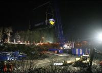 <I>She flies!</I> ....'The Big Lift' of 66048 underway at Carrbridge station in the early hours of 14 February 2010. [Andrew Smith/BBC News - with thanks to Sue Davies] <br><br>[Andrew Smith/BBC News 14/02/2010]