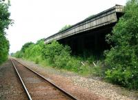 Remains at Newburgh, looking west towards Bridge of Earn in June 2005.<br><br>[John Furnevel&nbsp;21/06/2005]
