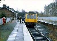 One of the last trains to Kilmacolm. The driver is about to change ends. Margaret Langmuir stands to the left.<br><br>[G.E. Langmuir&nbsp;//1983]