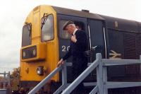 The driver of a pair of 20s surrenders the token from Annbank on arrival at Mauchline.<br><br>[Ewan Crawford&nbsp;//1988]