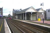Up platform buildings at Broughty Ferry in August 2006. View east towards Carnoustie.<br><br>[John Furnevel&nbsp;13/08/2006]