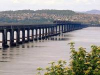 A view of the Tay Bridge - you can see the piers of the original bridge clearly from here.<br><br>[Adrian Coward&nbsp;06/06/2006]