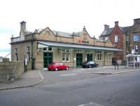Main entrance to Arbroath station in August 2006.<br><br>[John Furnevel&nbsp;09/08/2006]