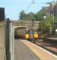 A class 318 Glasgow bound train departs from Johnstone Station<br><br>[Graham Morgan&nbsp;12/09/2006]