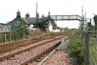 The former Errol station looking north from the level crossing in November 2006.<br><br>[John Furnevel&nbsp;15/11/2006]