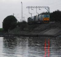 The leaf train scoots west to Helensburgh<br><br>[Ewan Crawford&nbsp;13/10/2006]