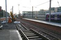 Looking east over the newly extended bay platform (the new 3) from the non-platform on which part of the Royal Mail depot was built.<br><br>[John Furnevel&nbsp;22/10/2006]