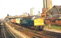 Class 40 takes a Freightliner through Manchester Exchange station.<br><br>[Ian Dinmore&nbsp;//]
