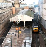 Aberdeen - Kings Cross service at platform 21 on 25 November 2006. Note the new brickwork in connection with the construction of access from the walkway down to the new Klondyke through platform on the other side of the station south wall.<br><br>[John Furnevel&nbsp;25/11/2006]