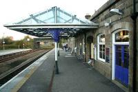 Looking south along the main platform at Inverurie with its refurbished canopy and fresh paintwork in November 2006.<br><br>[John Furnevel&nbsp;06/11/2006]