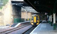 Looking east along the northside through platforms at Waverley on 20 December 2006. The train is standing at platform 19 with the new 'Balmoral' platform 20 on the left. <br><br>[John Furnevel&nbsp;20/12/2006]