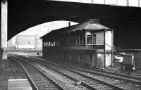 Aberdeen North Box sits under Union Street bridge. View from platform 9 in February 1973. The box lasted into the 1980s when its remaining functions were taken over by Aberdeen Signalling Centre.<br><br>[John McIntyre&nbsp;/02/1973]