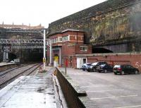 Lime Street SB on 9 January 2007 with the tunnels to Edge Hill on the left.<br><br>[John McIntyre&nbsp;9/01/2007]