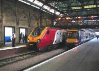 Platforms 9 and 10 on 7 January 2007 occupied by a Virgin CrossCountry train for Bournemouth and a ScotRail shuttle for Glasgow Queen Street.<br><br>[John Furnevel&nbsp;07/01/2007]