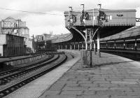 Aberdeen platforms 7 and 8 on 07 February 1973.<br><br>[John McIntyre&nbsp;07/02/1973]