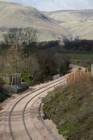Reverse curve at Clackmannan on 1 March looking north toward the Ochil Hills.<br><br>[Bill Roberton&nbsp;1/03/2007]