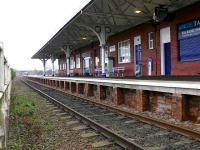 Half view of southbound platform at Leuchars.<br><br>[Brian Forbes&nbsp;25/03/2007]