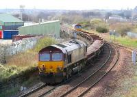 A ballast train joins the sub at Niddrie West off the Millerhill line on 31 March with 66085 at the front and 66191 bringing up the rear.<br><br>[John Furnevel&nbsp;31/03/2007]