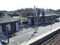 The former waiting rooms on the Aberdeen bound platform. The building to the right is now a florists!<br><br>[Graham Morgan&nbsp;31/03/2007]