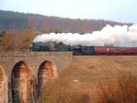 60009 & 61994 are seen crossing the viaduct above Tomatin with <I>The Great Britain</I>.<br><br>[John Gray&nbsp;14/04/2007]