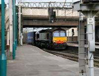 The 08.21 Mossend - Daventry Intermodal enters Carlisle station on its way south on 18 April. <br><br>[John Furnevel&nbsp;18/04/2007]