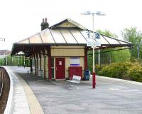 Platform view looking north at Cathcart station on 6 May 2007. <br><br>[John Furnevel&nbsp;06/05/2007]