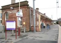 Glasgow bound platform at Saltcoats. View east on 17 May.<br><br>[John Furnevel&nbsp;/05/2007]