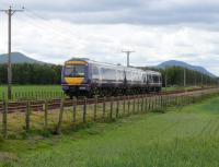 170.417 passes Bow of Fife LC and heads towards Ladybank.<br><br>[Brian Forbes&nbsp;27/05/2007]
