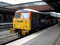 87022 pauses at York with a Kings Cross - Berwick charter.<br><br>[Michael Gibb&nbsp;23/06/2007]