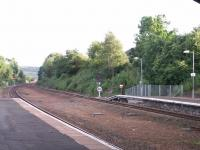 Bidirectional running capability now exists at south end of Larbert: southbound starter signal on the original northbound platform<br><br>[Paul D Kerr&nbsp;27/06/2007]