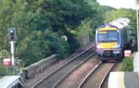 A circle train arriving at Kinghorn southbound.<br><br>[Brian Forbes&nbsp;09/07/2007]