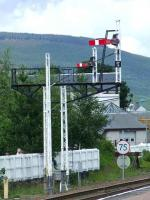 Semaphore signals, sidings and mile post marker at the North End of Aviemore Station<br><br>[Graham Morgan&nbsp;06/07/2007]