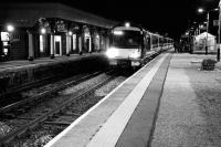 Evening Edinburgh - Aberdeen service calls at Stonehaven platform 2 on 4 November 2006.<br><br>[John Furnevel&nbsp;04/11/2006]
