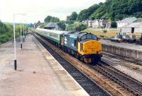 Another day, another ECS 37 hauled train enters Dingwall. The few loco hauled trains north of Inverness at the time resulted in the same train on different days.<br><br>[Ewan Crawford&nbsp;//1989]