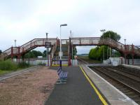 View looking south. The left platform is out of use, previously used for troop trains serving Barry Buddon Firing Range.<br><br>[Brian Forbes&nbsp;14/08/2007]