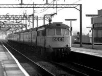 A class 86 takes a northbound express through Watford Junction on 20 March 1976.<br><br>[John McIntyre&nbsp;20/03/1976]