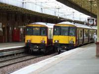 318270 and 318253 at Paisley Gilmour Street.<br><br>[Graham Morgan&nbsp;31/08/2007]
