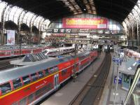 A busy lunchtime at Hamburg Central station.<br><br>[Michael Gibb&nbsp;06/09/2007]