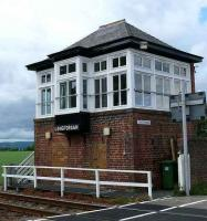 Longforgan cabin at the level crossing.<br><br>[Brian Forbes&nbsp;/08/2007]
