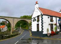 Viaduct and Railway Inn, Station Wynd, Largo.<br><br>[Brian Forbes&nbsp;16/09/2007]