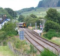 A southbound train for Inverness  is routed into the up platform at Rogart in August 2007.<br><br>[John Furnevel&nbsp;25/08/2007]