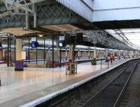 View south along platform 6 at Aberdeen - September 2007.<br><br>[Brian Forbes&nbsp;/09/2007]