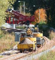 A PW <I>train</I> from the temporary yard at Cambus approaching the new footbridge at Alloa West on 4 October 2007. <br><br>[John Furnevel&nbsp;04/10/2007]