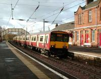 A 6-car class 318 on a Glasgow Central service arrives at Johnston station on 10 November.<br><br>[David Panton&nbsp;10/11/2007]