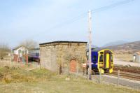 Northbound service passes the old watertank and the signalbox at the north end of Dalwhinnie.<br><br>[Ewan Crawford&nbsp;14/04/2007]