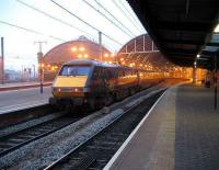 Looking west towards the main station at Newcastle Central on 17 October 2006. A GNER (remember them?) Edinburgh - London service stands at the platform. <br><br>[John McIntyre&nbsp;17/10/2006]