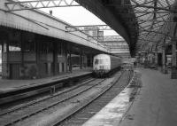 A class 101 DMU stands at platform 7 alongside Aberdeen Centre signal box on 26 May 1973.<br><br>[John McIntyre&nbsp;26/05/1973]