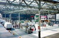 The remarkably uncluttered western concourse at Waverley in July 1997 prior to the arrival of the additional <I>retail units</I> (formerly shops).<br><br>[David Panton&nbsp;/07/1997]