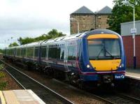 A 6-car Glasgow train pulls into Linlithgow on 25 Aug 2007. <br><br>[David Panton&nbsp;25/08/2007]