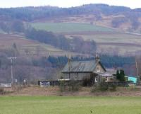 Southerly view of Dalguise station buildings, the station closed in 1965.<br><br>[Brian Forbes&nbsp;10/04/2008]